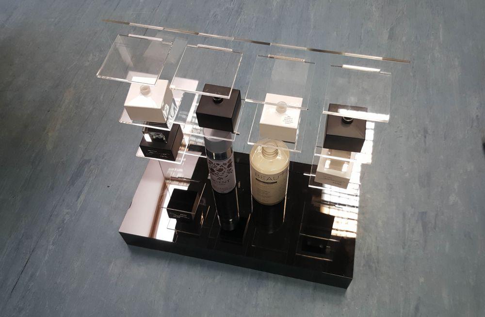 Фото экспозиторов для парфюмерной продукции